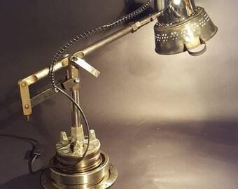 """Lampe industrielle """"Décolleté en métal"""" By Recyclhome."""