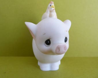 Figurine By: Jonathan & David, For Enesco, Circa 1983, Tubby Gives A Piggy Back Ride