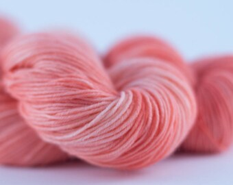 Handdyed semisolid sock yarn Colorway: SALOMON 75/25 wool/polyamide 100g/420m 3.5 oz/460y 4ply, fingering, pastel, soft, warm