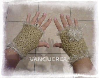 beige fingerless gloves with a beige border