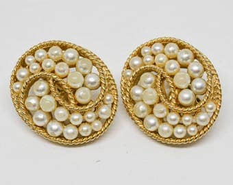 Gold Tone and faux pearl beads earrings