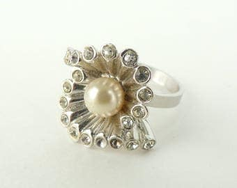 rhinestone & faux pearl ring, clam shell silver metal ring size 6/7/8/9 adjustable ring, chunky statement ring, 70s ring costume jewelry