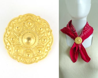 gold medallion scarf clip, 60s baroque shield scarf clip gold tone metal scarf clip 1960s mad men costume jewelry jewellery