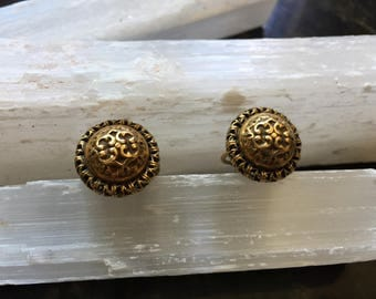 "Estate Vintage ""Accesocraft NYC"" Ornate Gold Tone Screw Back   Earrings  Item #  (62)"