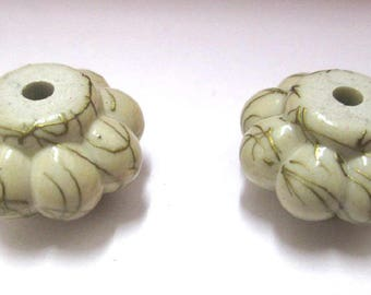 2 beads white acrylic flower wire gold plated 20 mm x 12 mm