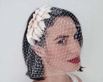 Birdcage veil fascinator, Modern Fascinator, Bride fascinator, Bridal hairpiece with veil