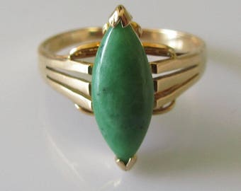 14ct Gold Oval Jade Ring