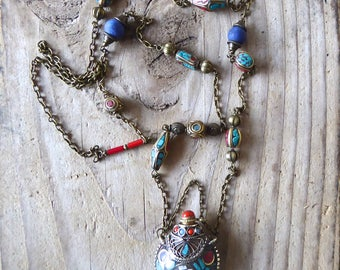 Necklace Nepalese bottle inlaid with semi precious stones