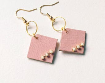 Small pair of earrings light graphic pastel pink and ivory rhinestone adorned with a small gold ring