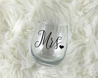 SALE Mrs Wine Glass, Bride Wine Glass, Bridal Shower Gift, Wedding Gift Bride, Mrs Gifts, New Bride, Bridal Gift, Wedding Glass, Wine Glass