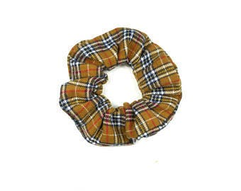 Scrunchie - checkered brown, black and white plaid
