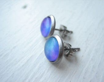 Small blue stud earrings, small glass studs, blue and purple, ombre blue glass, small round stud, small glass posts, blue post earrings