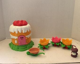 Vintage Strawberry Shortcake Mini playhouse and leaf train