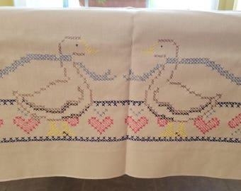 COUNTRY GEESE TABLECLOTH Cotton Blend Embroidered Cross Stitch Needlepoint Hearts Vogart's Crafts Vintage Retro