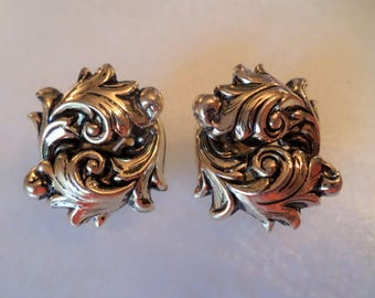 Vintage Gold Tone Artistic Leaves Clip on Earrings.