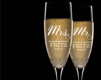 Set of 2, Mr. Mrs. Wedding Toasting Flutes, Wedding Champagne Glasses, Wedding Flutes, Custom Personalized Champagne Glass