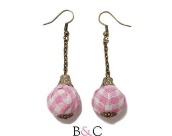 Earrings pink gingham pouch.