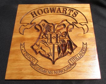 Hogwarts Crest;Carved wood hogwarts;wall hanging hogwarts;Harry Potter Decor;Harry potter plaque