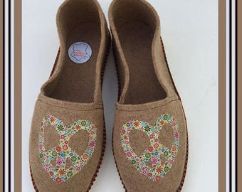 slippers revisited in the shape of espadrilles, CAMEL color
