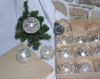 Charming, vintageschöne Christmas tree balls with great patina