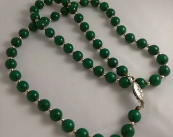 Vintage Emerald Green Glass Beaded Necklace With Goldtone Accents 23 Inches Long