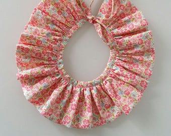 Col pierrot fleuri avec joli noeud (amovible)