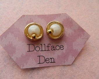 Vintage Button earrings small circle in circle
