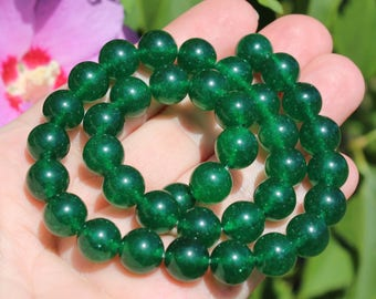 2 beads emerald green round 10 MM. A566L