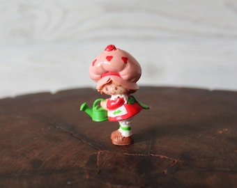 1981 Strawberry Shortcake With Watering Can Miniature PVC Figurine
