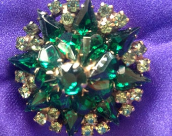 Gorgeous, green glass vintage brooch.