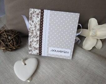 """album photo """"souvenirs"""" en carton, recouvert de tissu liberty et à pois coordonnés avec des rubans et dentelles blancs et chocolat"""