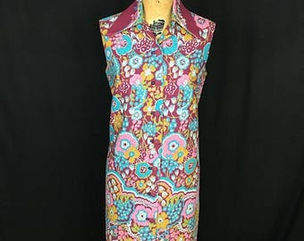 SUMMER SALE 1970s Plus Size Psychedelic Floral Button Up Sleeveless Dress 70s Volup Large Pointed Collar Flower Novelty Print Shift Dress
