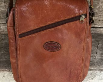 Overland leather saddlebag