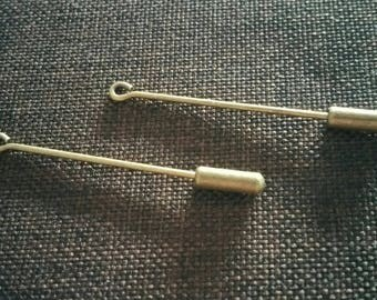 2 support pieces attached pin needle