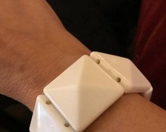 SALE Vintage Chunky White Mod Strech Bracelet /Retro Lucite Bracelet / White Lucite