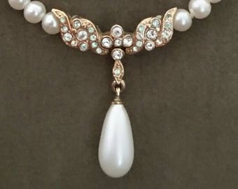 Vintage faux Pearl necklace. Stunning Pearl and diamond drop necklace. Vintage jewellery. Vintage fashion.