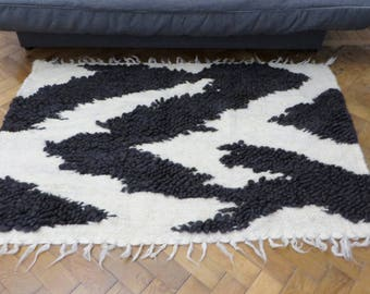 Rug Black and White,Bedside Rugs,Woven Rug,Wool Pompon Rug,Bubbles Rug,Modern Print Rug,Area Rug,Handmade Rug,Livingroomn Rug,Nursery Rugs