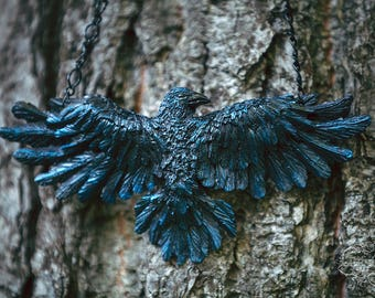 Raven Necklace Night Blue