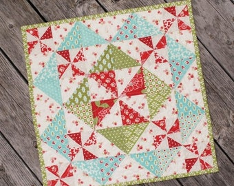 Sale Little Scraps Candy Dish Pattern from This and That - Christmas Mini Quilt