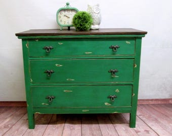 Vintage 3 Drawer dresser