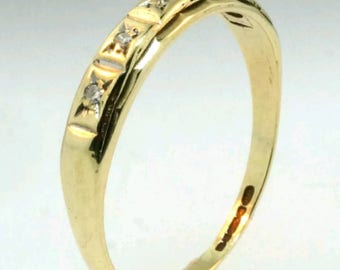 Vintage 9 caret yellow gold diamond ring. Size 8