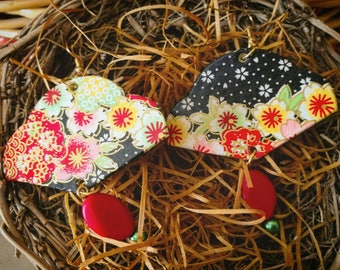 Earrings made of washi paper