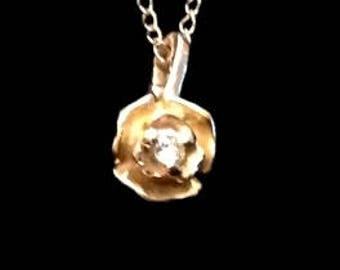 14 karat Yellow gold Rose pendant with diamond