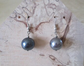 grey Pearl and Silver earrings