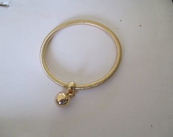 Fancy gold tone and pearl bracelet