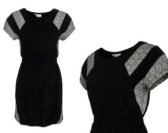 eisbörg Mostra dress black patterned fabric - geometric dress with stripe pattern