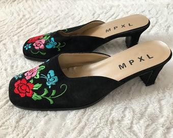 Vintage MPXL Size 10 - 80s 90s Low Heel Slip On Pumps with Embroidered Floral Design