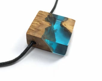 Resin Wood Pendant - Resin Jewelry - Wood Resin Necklace - Blue Resin - Sea Colour Necklace - Wooden Necklace - Gift Wood - Resin Pendant