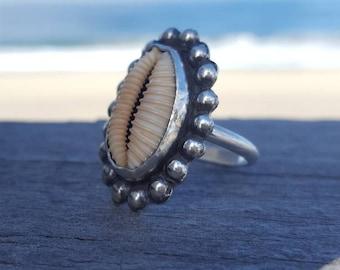 Hawaiian granulated cowry shell ring// size 6 1/2