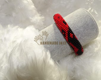 Black and red color beaded bracelet